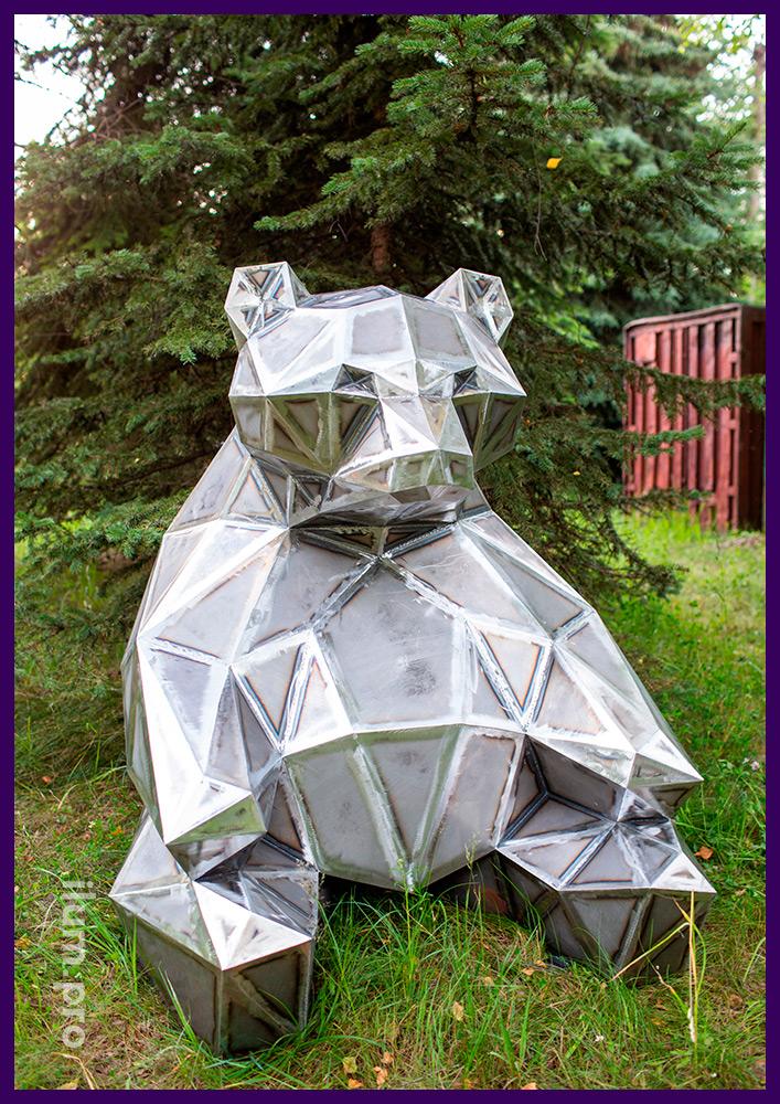 Медведь стальной полигональный - необычная ландшафтная скульптура для улицы и помещений