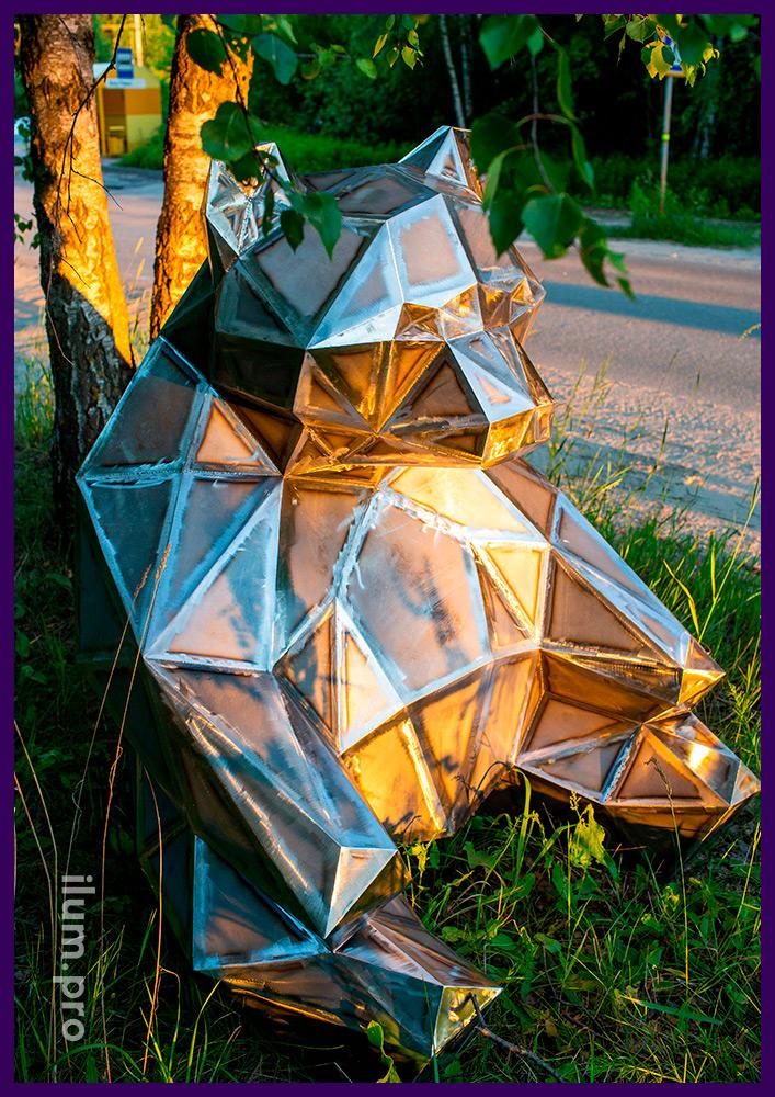 Полигональная садово-парковая скульптура из металла, медведь для украшения газона