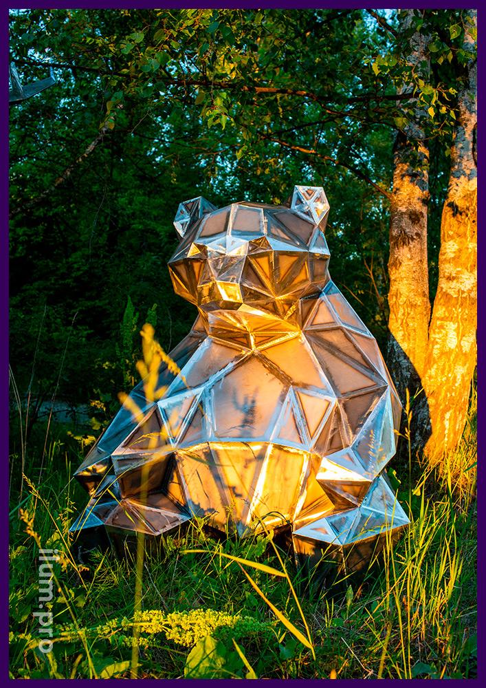 Медведь полигональный стальной для украшения парков и скверов, высота 1,5 м, ширина 1,3 м