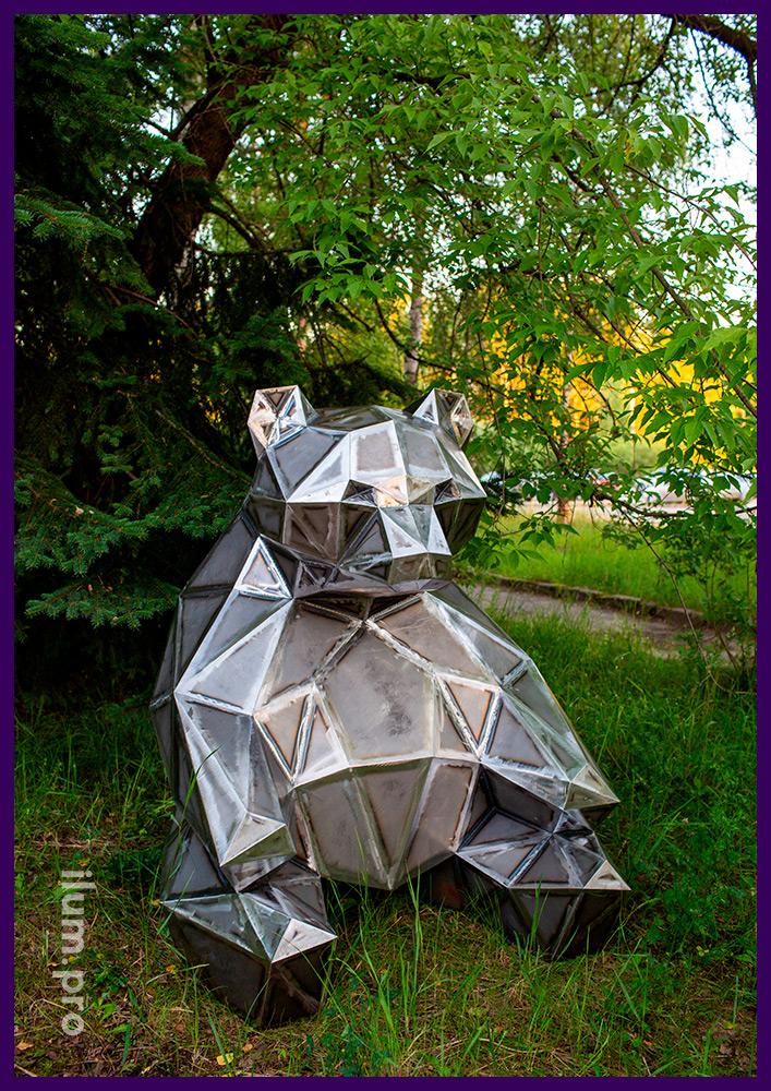 Lowpoly metal landscape bear figure from Russia, height 1.5 meters, width 1.3 meters