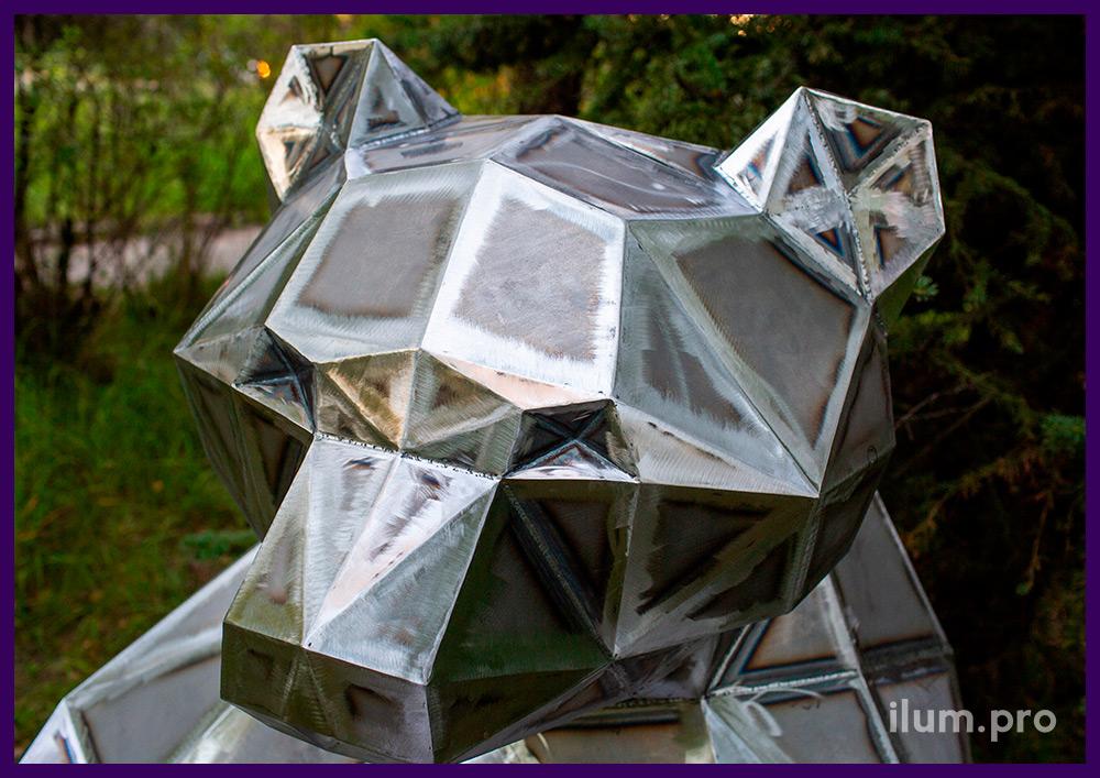 Полигональный арт-объект для украшения парков и скверов - фигура сидящего медведя из стали