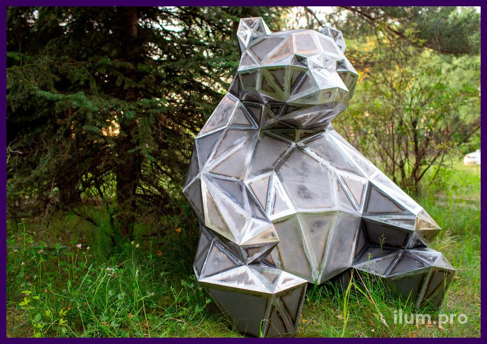 Медведь стальной полигональный - металлический арт-объект с ровными гранями
