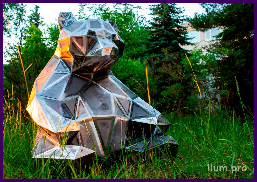Стальной полигональный медведь для благоустройства городской территории
