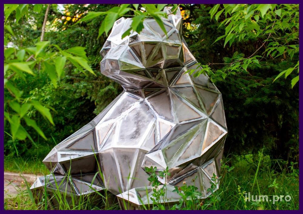 Медведь сидящий - полигональная фигура из металла для благоустройства территории нового ЖК