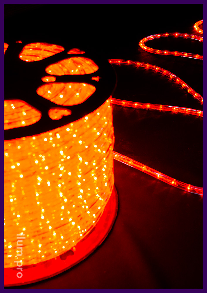 Дюралайт красного цвета в прозрачной оболочке, диаметр 13 мм, защита от осадков