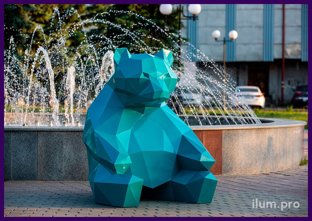 Садово-парковая ландшафтная полигональная скульптура медведя из крашеной стали