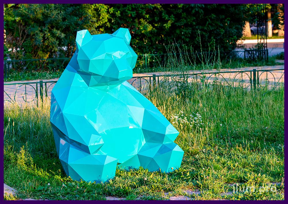 Полигональные арт-объекты в форме медведей из крашеной стали для украшения улицы
