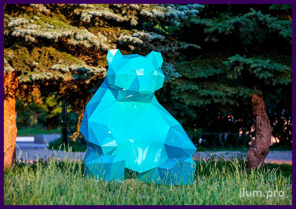 Фотозона в виде полигонального медведя из стали с бирюзовой краской