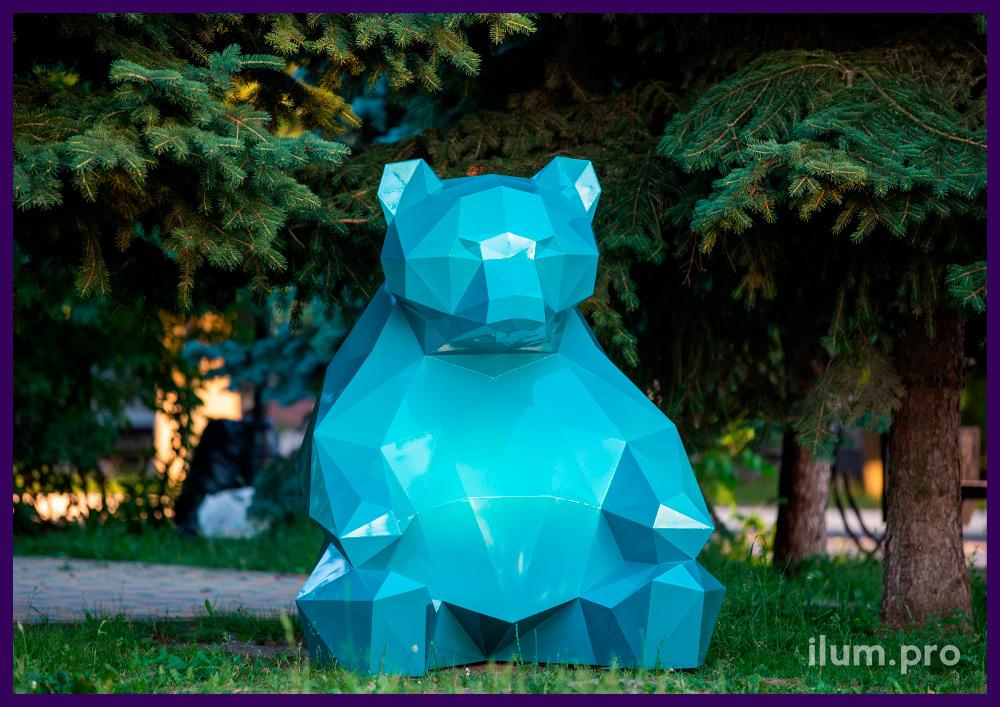 Медведь полигональный металлический, бирюзовый арт-объект для украшения ландшафта
