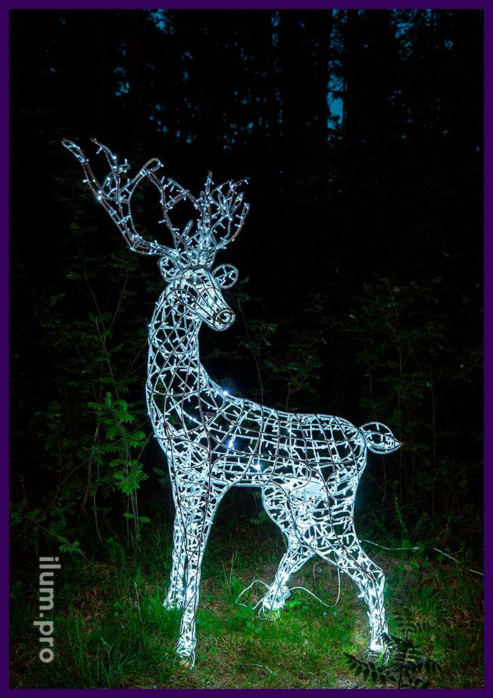 Украшение ландшафта светодиодными фигурами оленей с профессиональными гирляндами