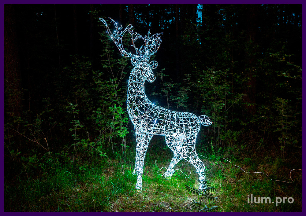 Животные из алюминиевого каркаса и светодиодных гирлянд - олень с рогами