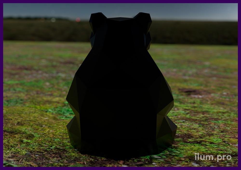 Объёмный металлический арт-объект в форме полигонального медведя без окрашивания
