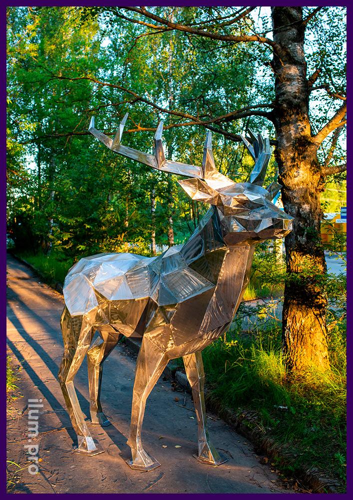Олень стальной полигональный - ландшафтная скульптура для благоустройства территории