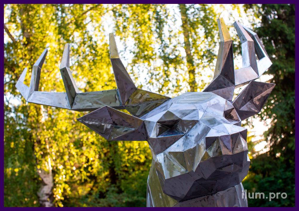 Ландшафтная скульптура оленя из стали - полигональный арт-объект в парке