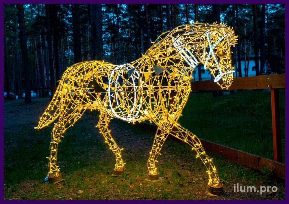 Объёмные фигуры лошадей со светодиодной иллюминацией для украшения парка