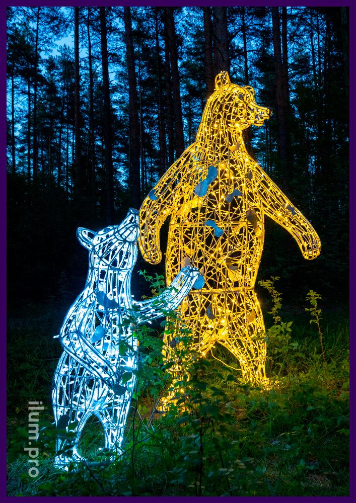 Украшение территории парка светящимися медведями с гирляндами на проволочном каркасе