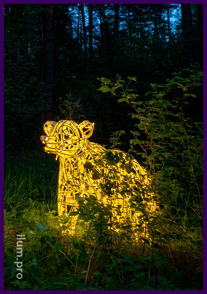 Медведи со светодиодными гирляндами на прочном металлическом каркасе