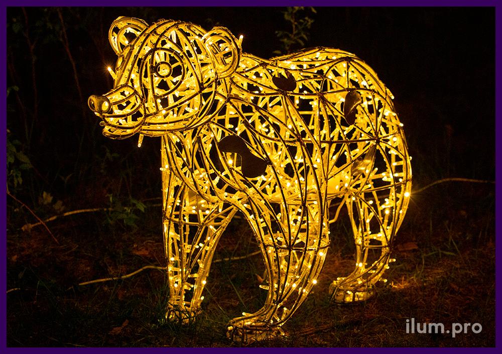Медведь со светодиодными гирляндами - ландшафтная фигура для сада и парка