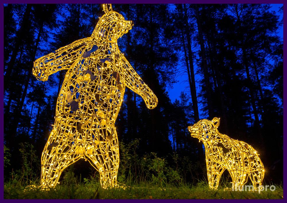 Световые фигуры с гирляндами в форме медведей разных размеров и формы