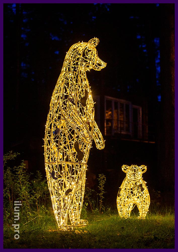 Два светодиодных медведя разных размеров и формы, каркас из нержавеющего сплава