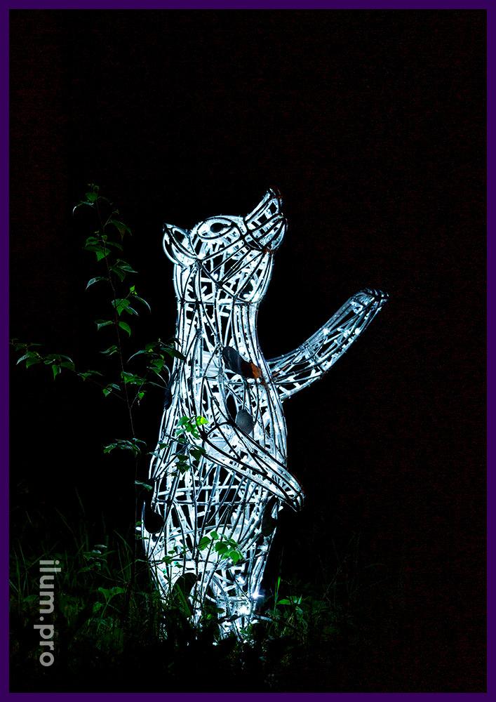 Медведь из металлической проволоки и светодиодных гирлянд с защитой от воды и мороза