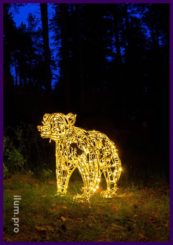 Светодиодная объёмная фигура медведя с уличной иллюминацией на лужайке