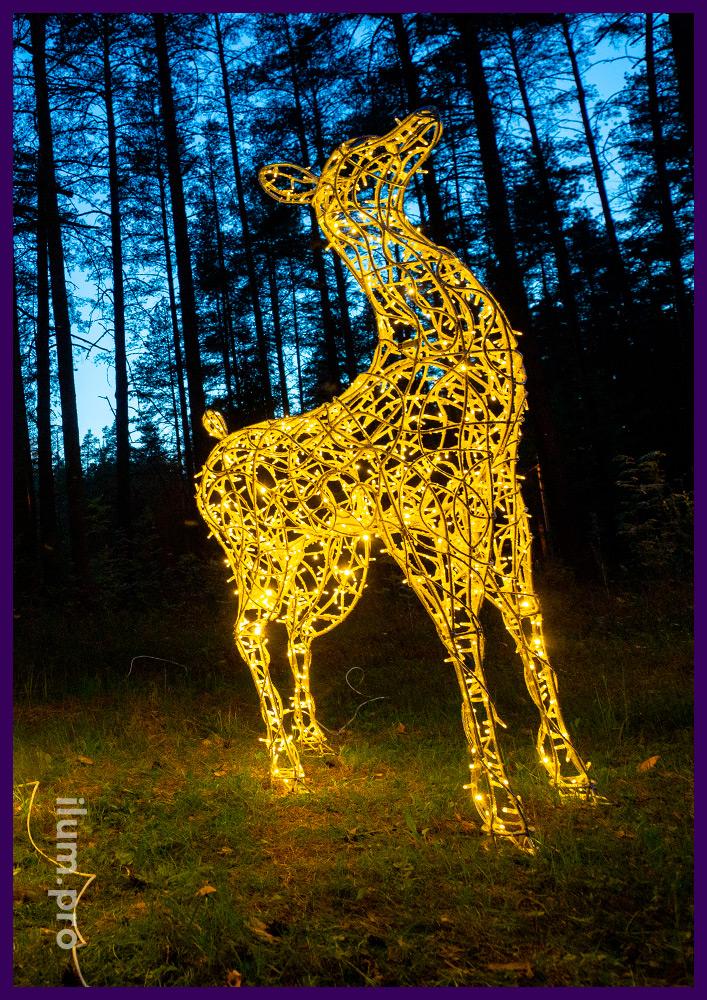 Световые фигуры оленей из алюминия и гирлянд для установки на улице и в интерьере