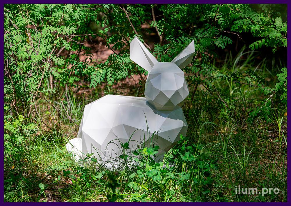Заяц полигональный из крашеной стали, необычный арт-объект для украшения парка
