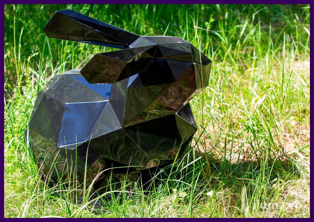 Заяц полигональный из крашеной стали чёрного цвета, объёмная фотозона в парке