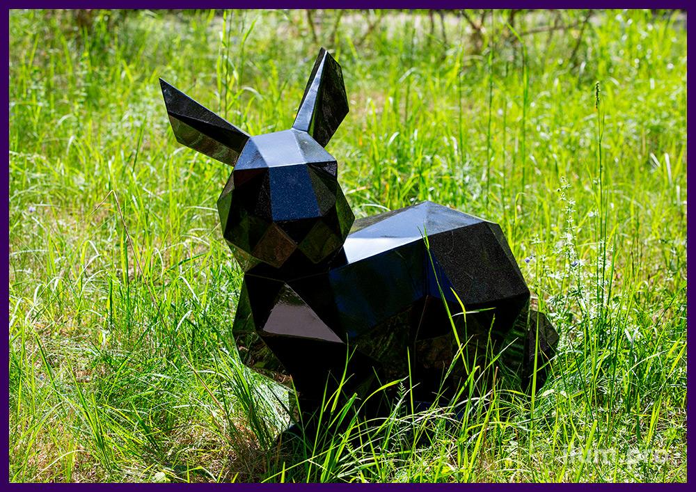 Заяц стальной полигональный, металлическая садово-парковая скульптура на газоне
