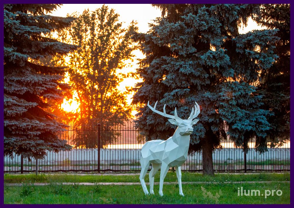 Ландшафтная садово-парковая скульптура оленя из металла для благоустройства территории
