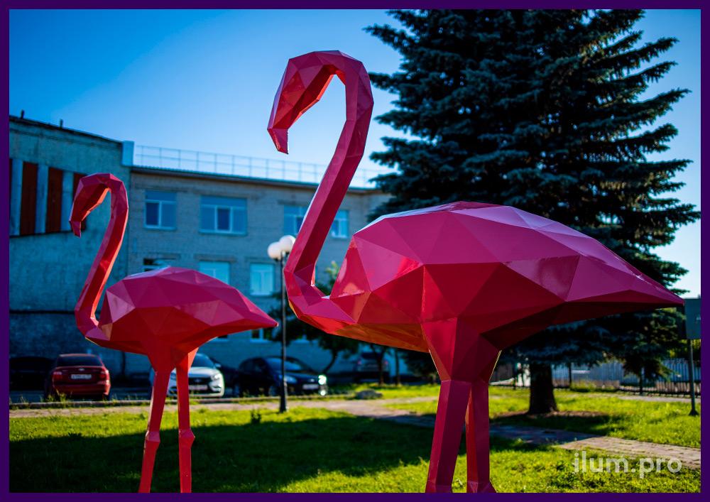 Благоустройство территории полигональными фигурами фламинго из крашеной стали