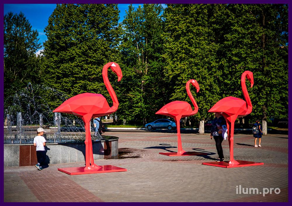 Фламинго полигональные из стали с розовой краской - необычные арт-объекты на площади