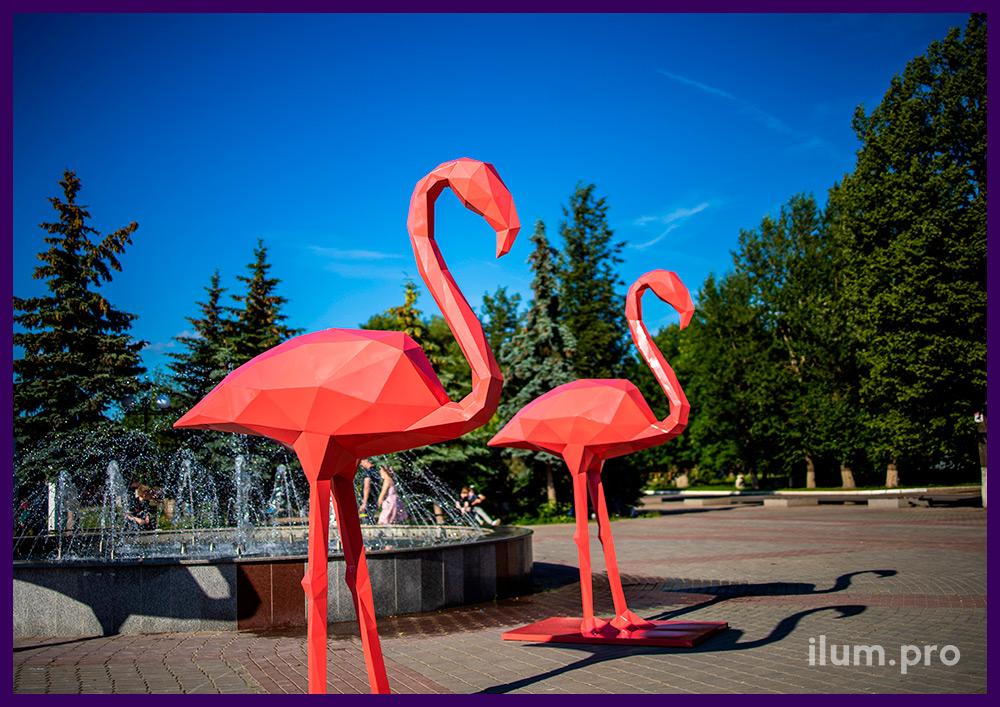 Фигуры полигональные металлические розового цвета в форме больших фламинго