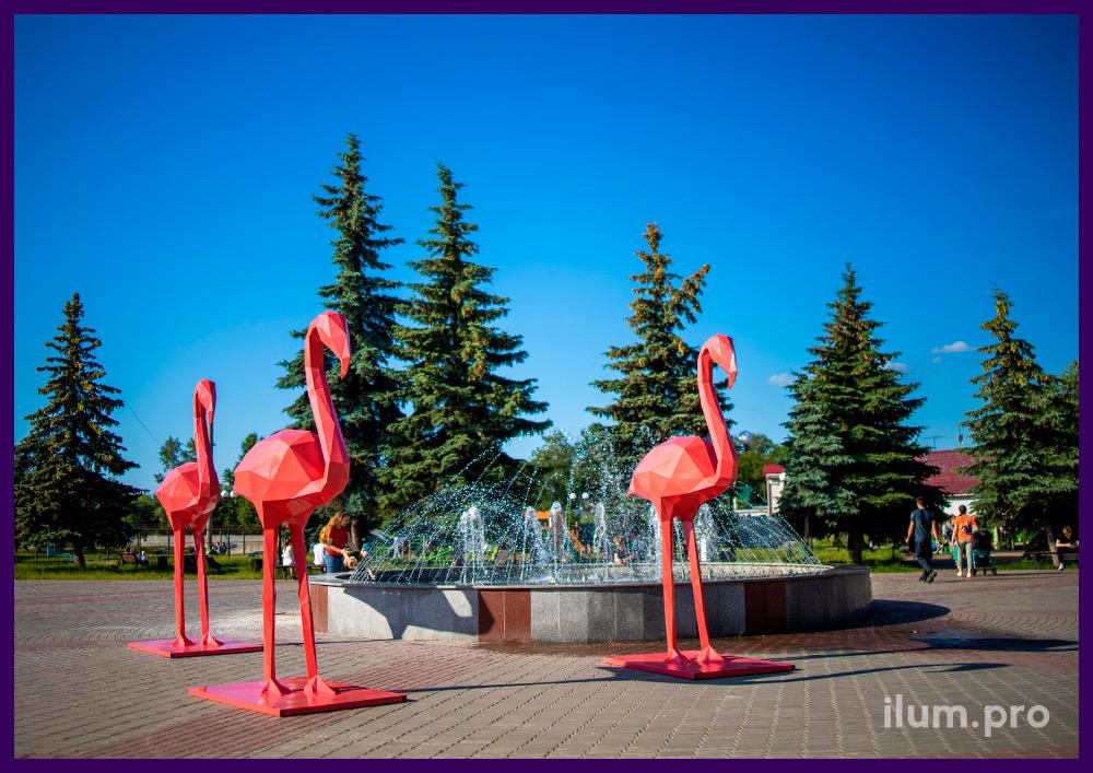 Фламинго из металла - полигональный арт-объект, покрашенный в розовый цвет