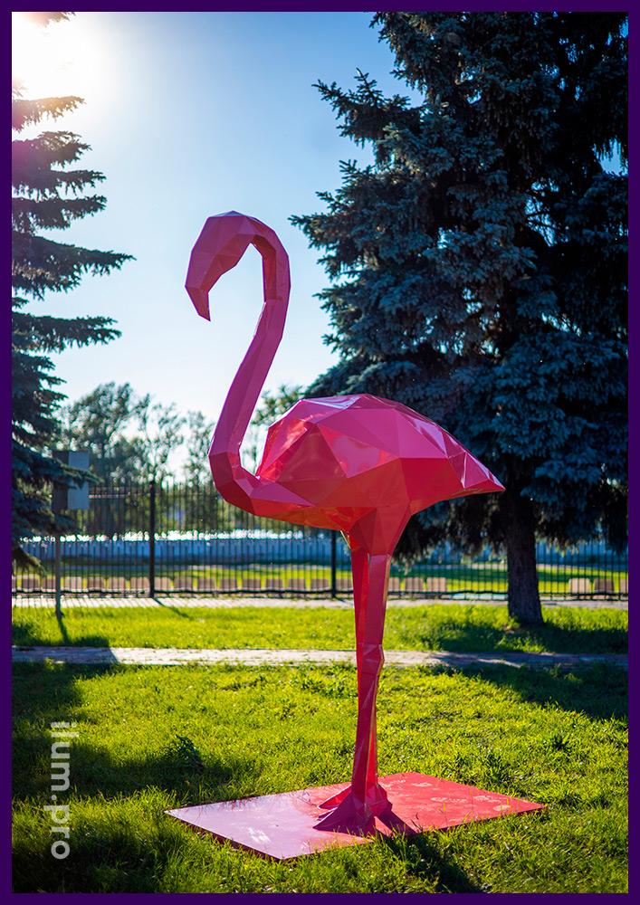 Металлические полигональные скульптуры фламинго розового цвета высотой 2,8 м