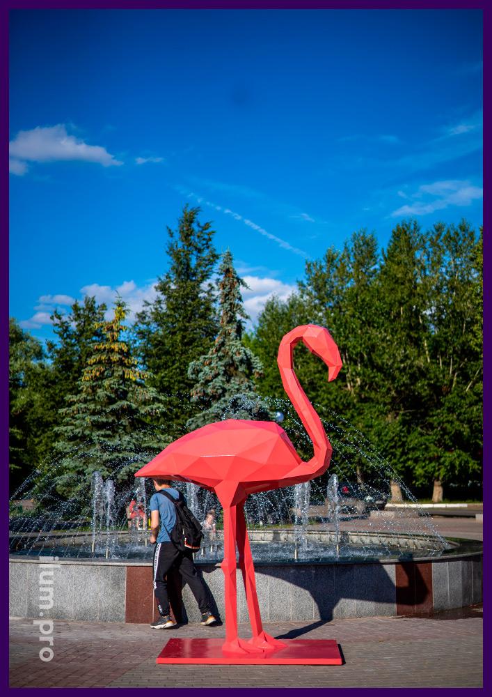 Фотозона с металлическими арт-объектами в форме розовых фламинго для улицы