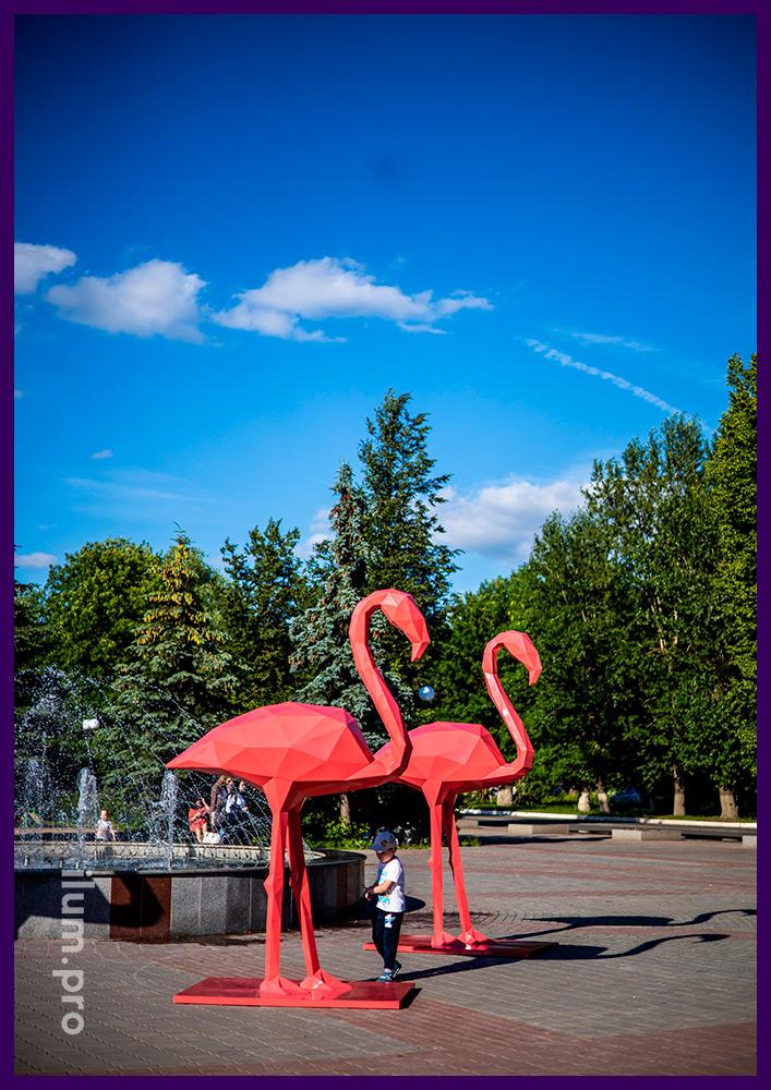 Розовый фламинго из стали с порошковым окрашиванием, полигональные скульптуры на улице