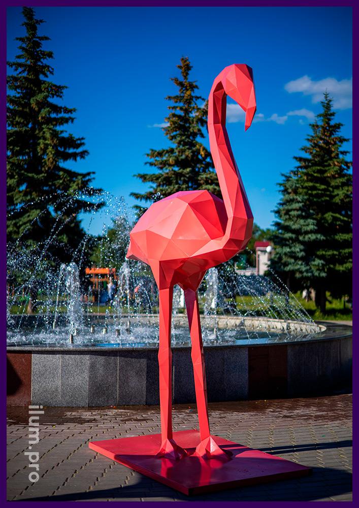 Розовые фламинго высотой 2,8 метра - полигональные фигуры из стали на улице
