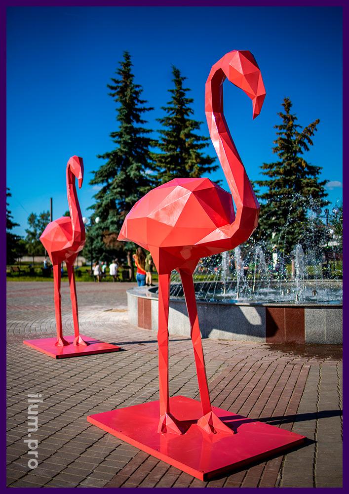 Арт-объекты для площади в форме металлических полигональных фигур розовых фламинго