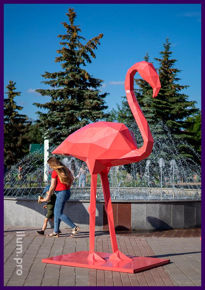 Металлический полигональный арт-объект - розовый фламинго высотой более 2,5 метров