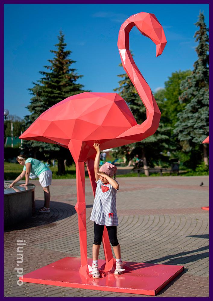 Фламинго розовый из стали, полигональный арт-объект и необычная фотозона