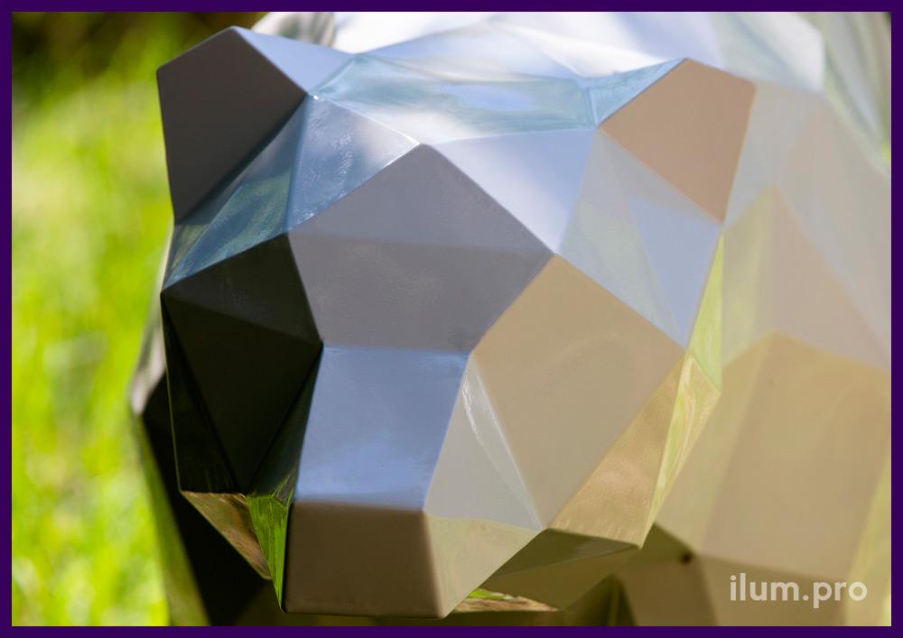 Медведь полигональный из крашеной стали - ландшафтная скульптура в парке