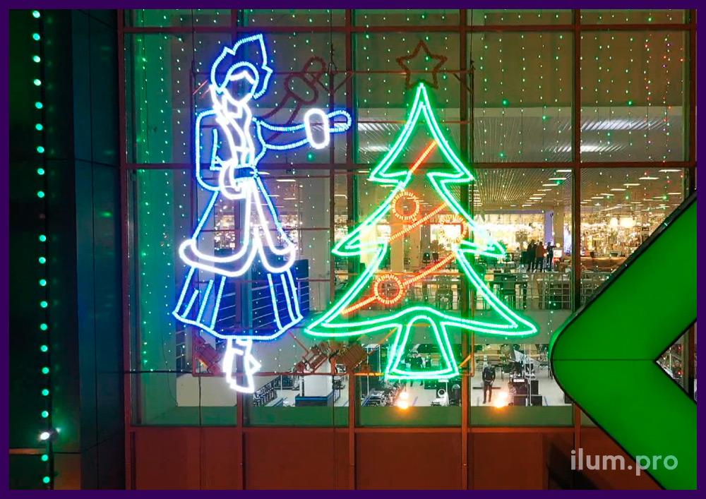 Новогоднее украшение фасада торгового центра световыми фигурами и гирляндами
