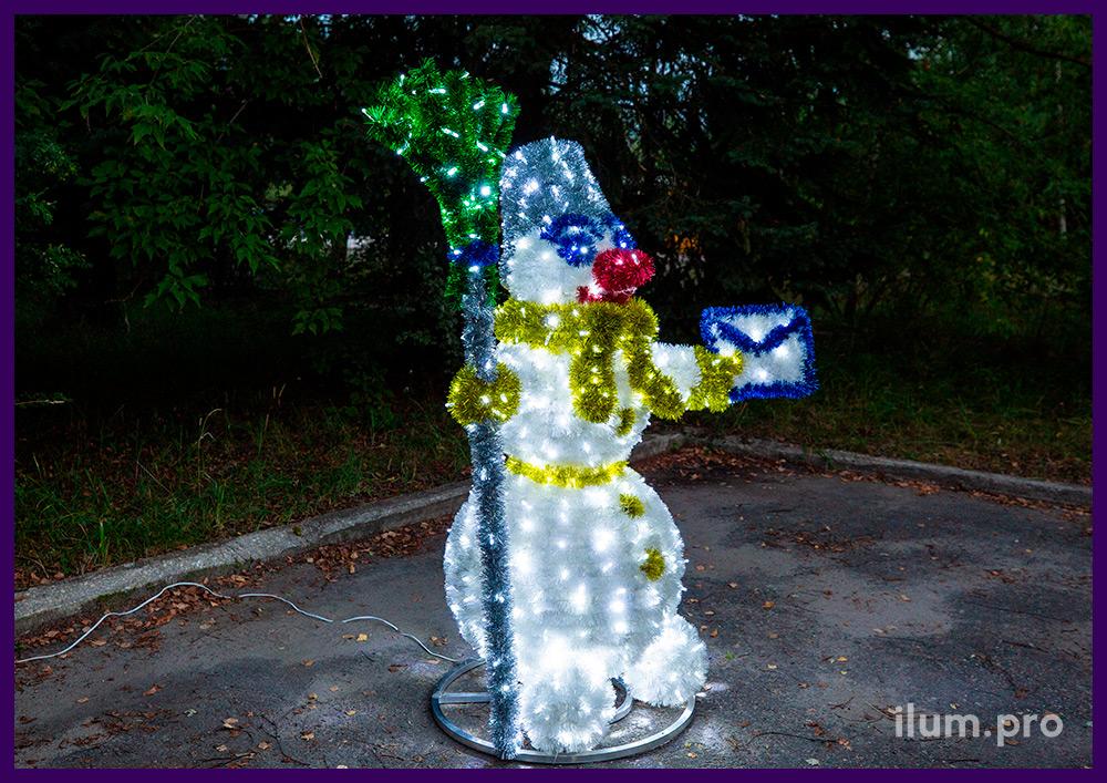 Световая фигура для улицы и интерьера, снеговик с гирляндами и разноцветной мишурой