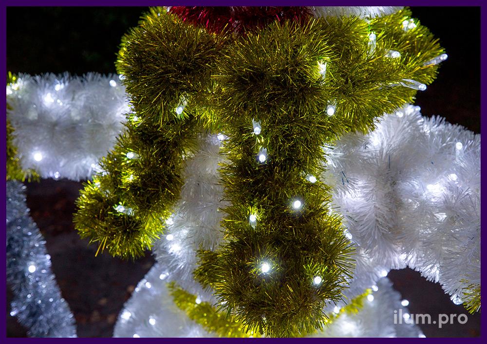 Фигура световая для установки на улице и в интерьере - снеговик с письмом и метлой из гирлянд