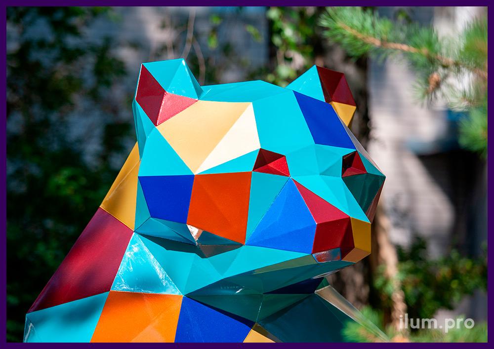 Медведь металлический разноцветный - уличная полигональная фигура для парка