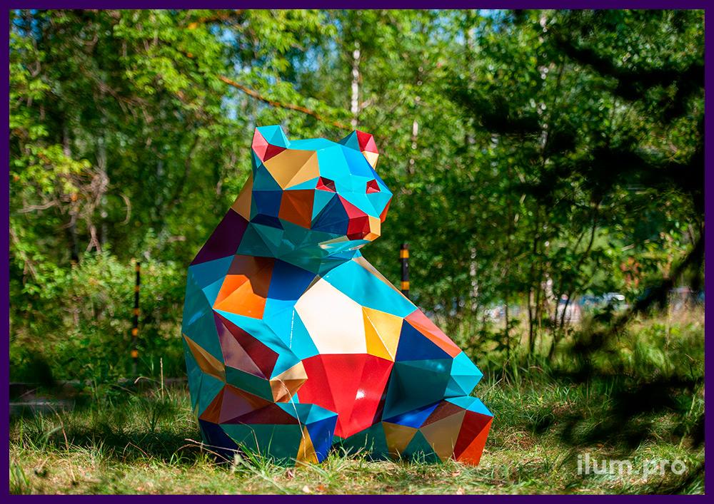 Фигура полигональная металлическая с разноцветными гранями, объёмные арт-объекты из крашеной стали