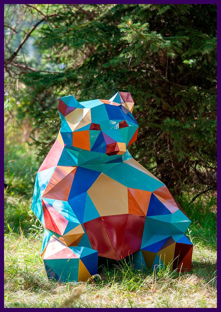 Медведь полигональный металлический с разноцветным лакокрасочным покрытием