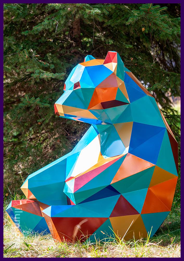 Ландшафтная скульптура медведя - полигональный садово-парковый арт-объект из стали